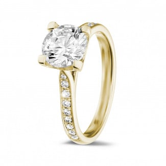 - 1.50 carat solitaire diamond ring in yellow gold with side diamonds