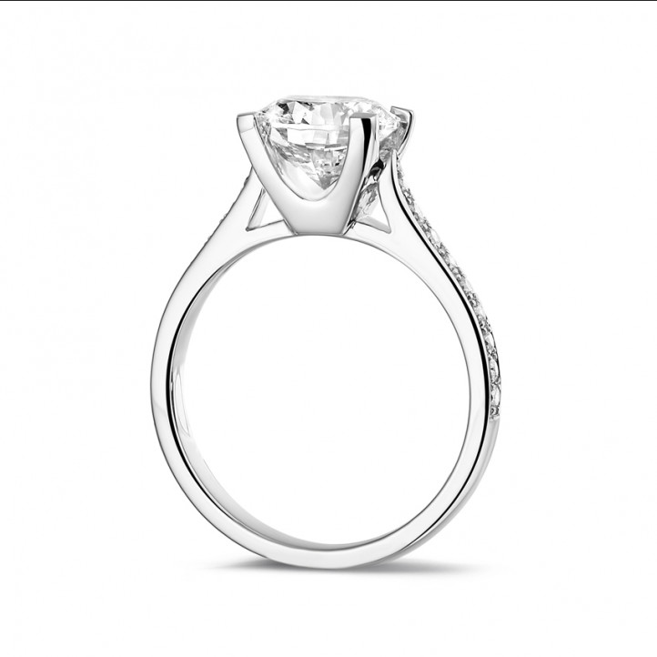 2.00 carat solitaire diamond ring in platinum with side diamonds