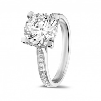 Engagement - 2.50 carat solitaire diamond ring in platinum with side diamonds