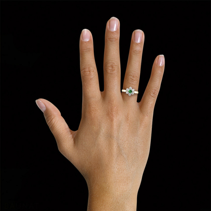 Flower ring in yellow gold with a round emerald and side diamonds