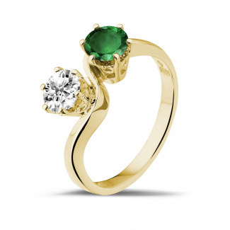 Yellow Gold Diamond Rings - Toi et Moi ring in yellow gold with round diamond and emerald