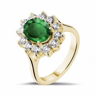 Timeless - Entourage ring in yellow gold with an oval emerald and round diamonds