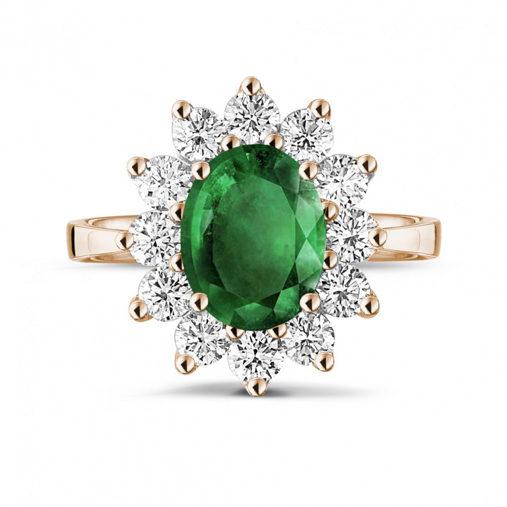 Entourage ring in red gold with an oval emerald and round diamonds