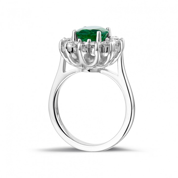 Entourage ring in platinum with an oval emerald and round diamonds