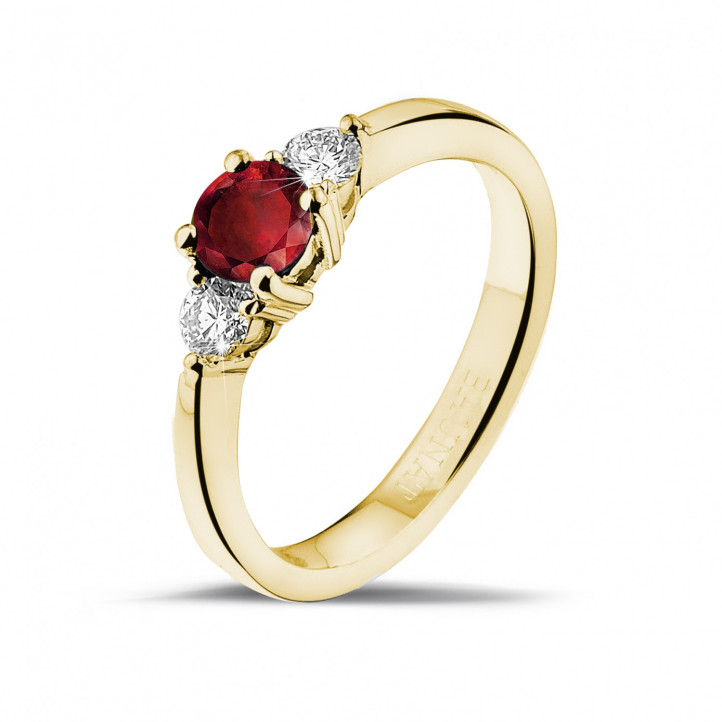 Trilogy ring in yellow gold with a central ruby and 2 round diamonds