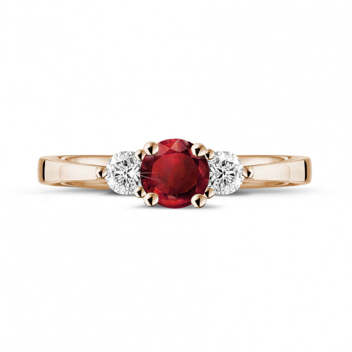 Trilogy ring in red gold with a central ruby and 2 round diamonds