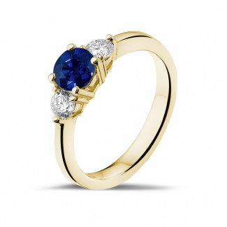 Yellow Gold Diamond Rings - Trilogy ring in yellow gold with a central sapphire and 2 round diamonds