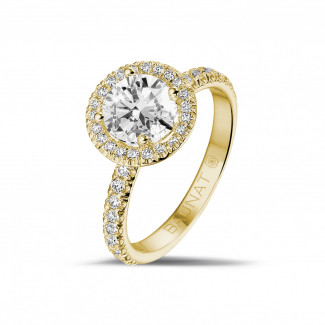 1.20 carat solitaire halo ring in yellow gold with round diamonds