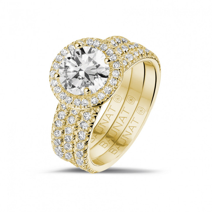 1.50 carat solitaire halo ring in yellow gold with round diamonds