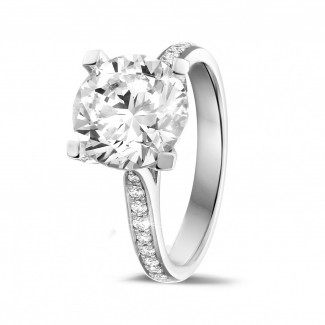 Engagement - 3.00 carat solitaire diamond ring in white gold with side diamonds