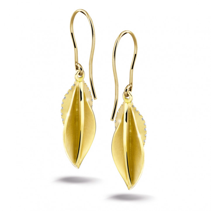 2.26 carat diamond design earrings in yellow gold