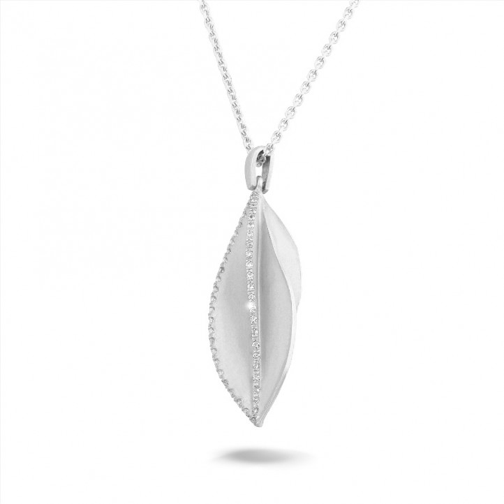 0.40 carat diamond design pendant in white gold