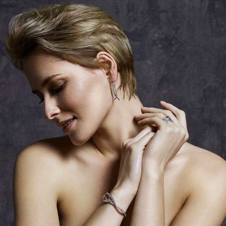 3.86 carat diamond design bracelet in white gold