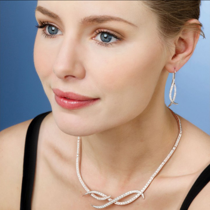 7.90 carat diamond design necklace in red gold