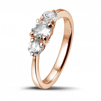 - 0.95 carat trilogy ring in red gold with round diamonds