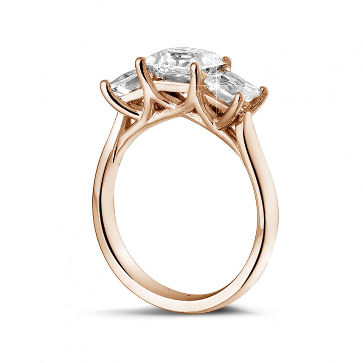 2.00 carat trilogy ring in red gold with princess diamonds