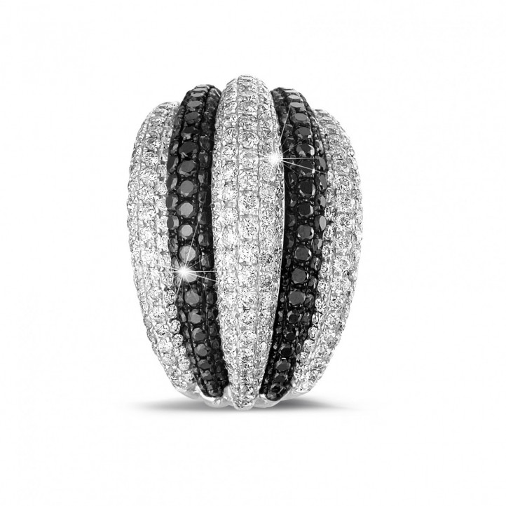 4.30 carat ring in platinum with black and white round diamonds
