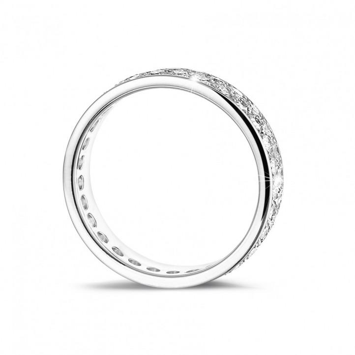 1.15 carat diamond alliance in platinum with two rows of round diamonds