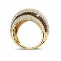 4.30 carat ring in yellow gold with black and white round diamonds