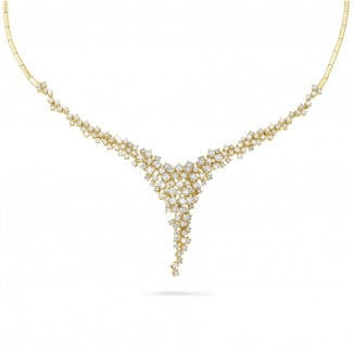 Artistic - 5.90 carat diamond necklace in yellow gold