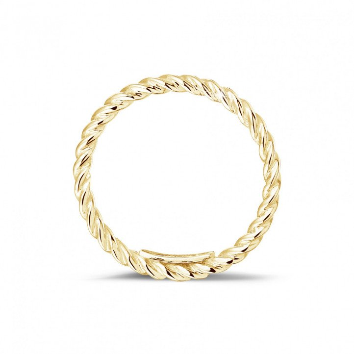 Stackable twisted ring in yellow gold