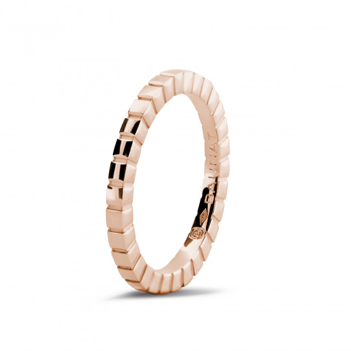 Stackable chequered ring in red gold