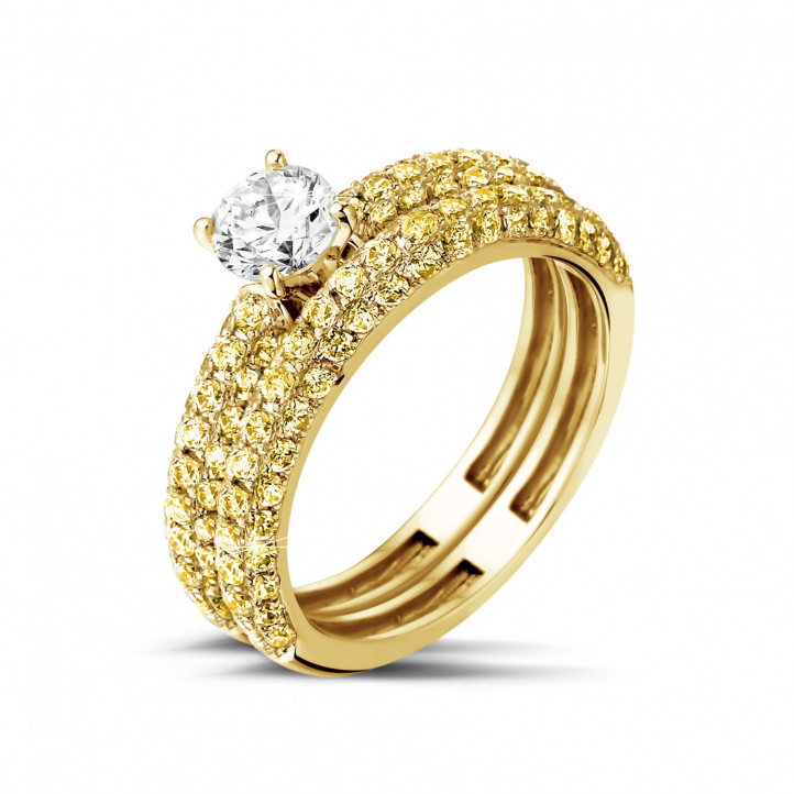 Matching engagement and wedding band in yellow gold with a central diamond of 0.50 carat and small yellow diamonds