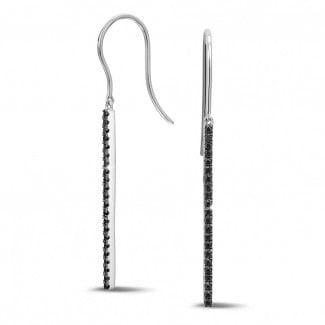 0.35 carat rod earrings in white gold with black diamonds