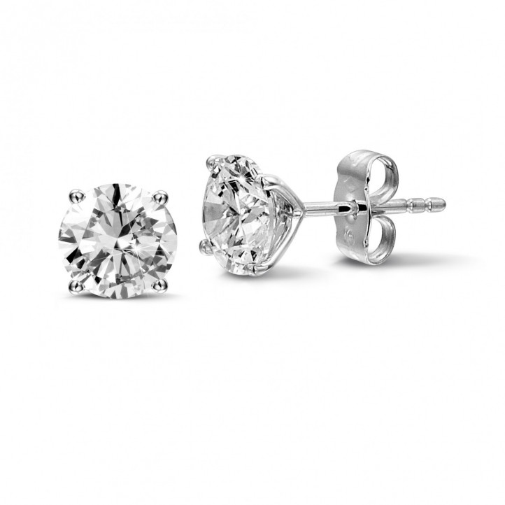 2.50 carat classic diamond earrings in white gold with four prongs