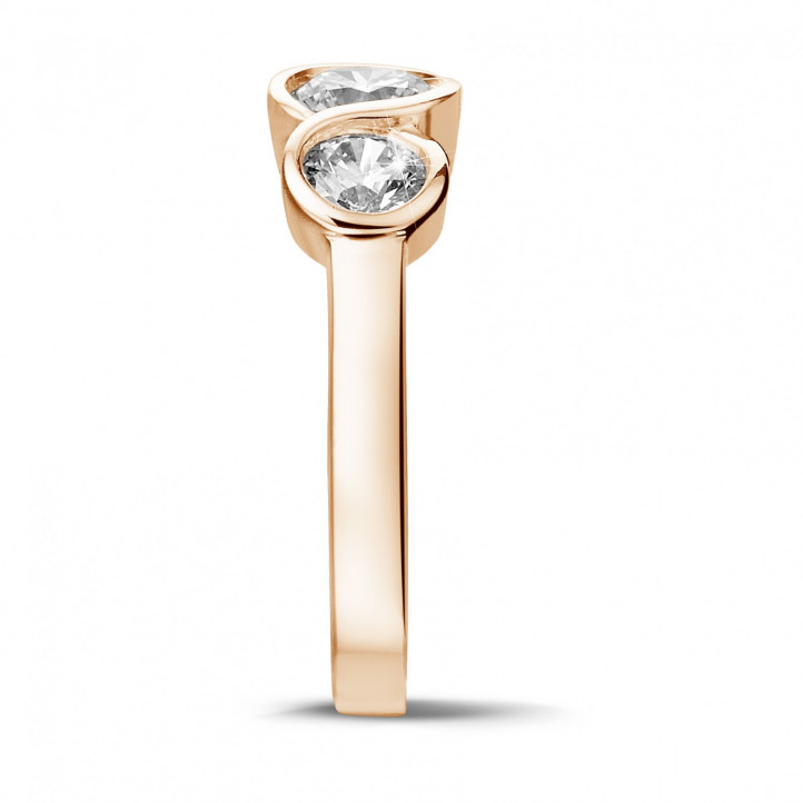 0.95 carat trilogy ring in red gold with round diamonds
