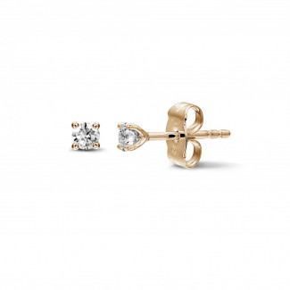 - 0.30 carat classic diamond earrings in red gold with four prongs