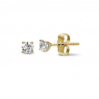 0.60 carat classic diamond earrings in yellow gold with four prongs