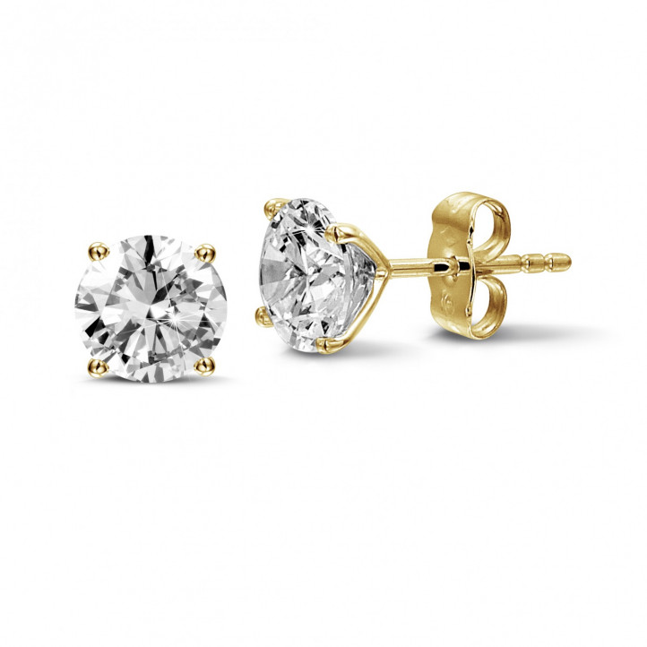 2.50 carat classic diamond earrings in yellow gold with four prongs