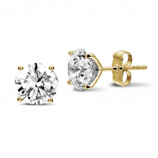 4.00 carat classic diamond earrings in yellow gold with four prongs