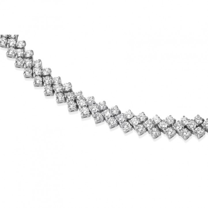 19.50 Ct necklace in white gold with fishtail design