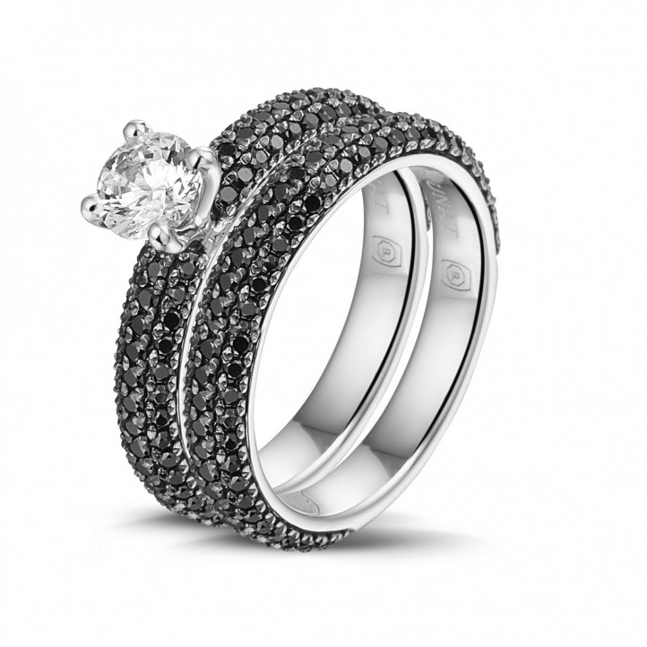 Matching engagement and wedding band in white gold with a central diamond of 0.50 carat and black diamonds
