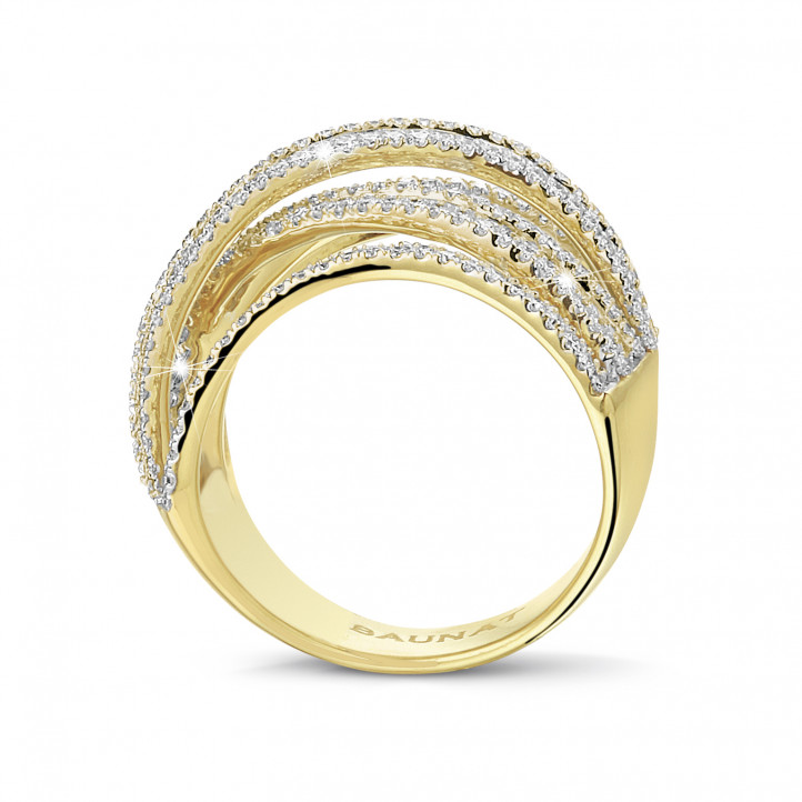 1.50 carat ring in yellow gold with round and baguette diamonds