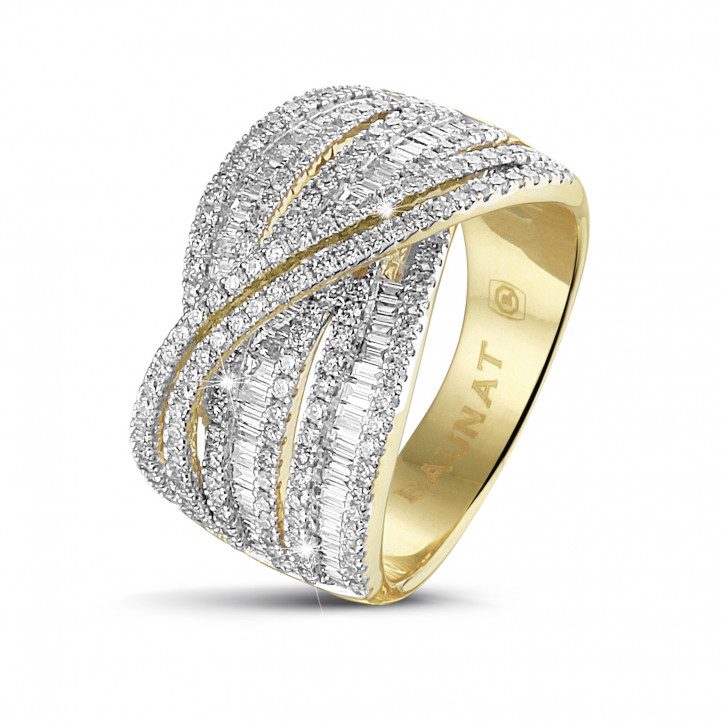 1.35 carat ring in yellow gold with round and baguette diamonds
