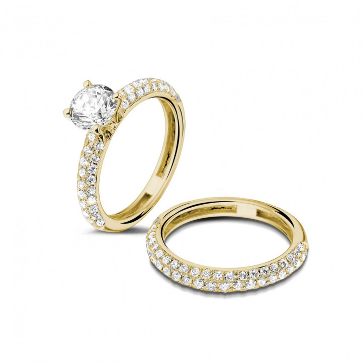 Matching diamond engagement and wedding band in yellow gold with a central diamond of 0.90 carat and small diamonds