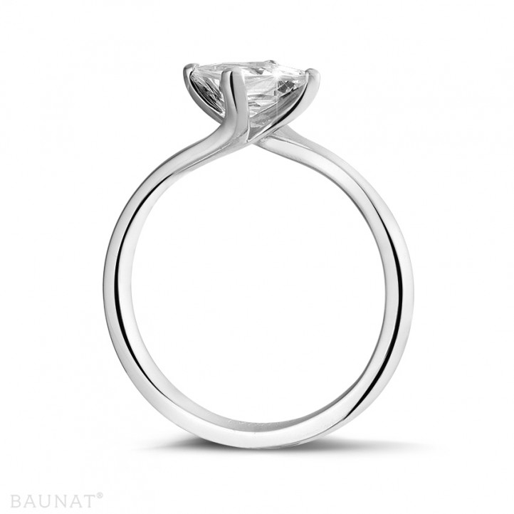 1.25 carat solitaire ring in white gold with princess diamond