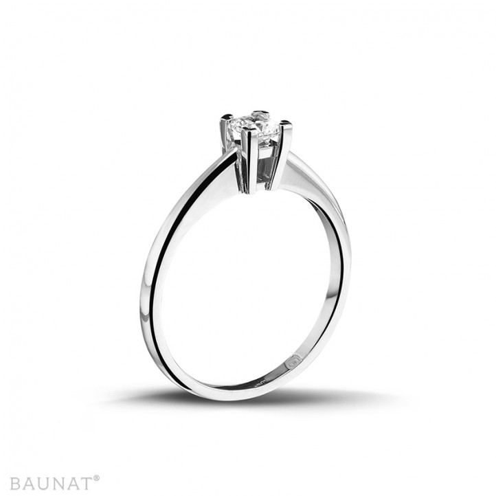 0.30 carat solitaire ring in white gold with princess diamond