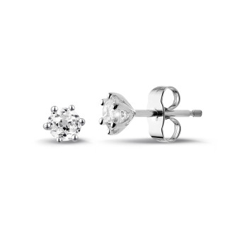 0.60 carat classic diamond earrings in white gold with six prongs