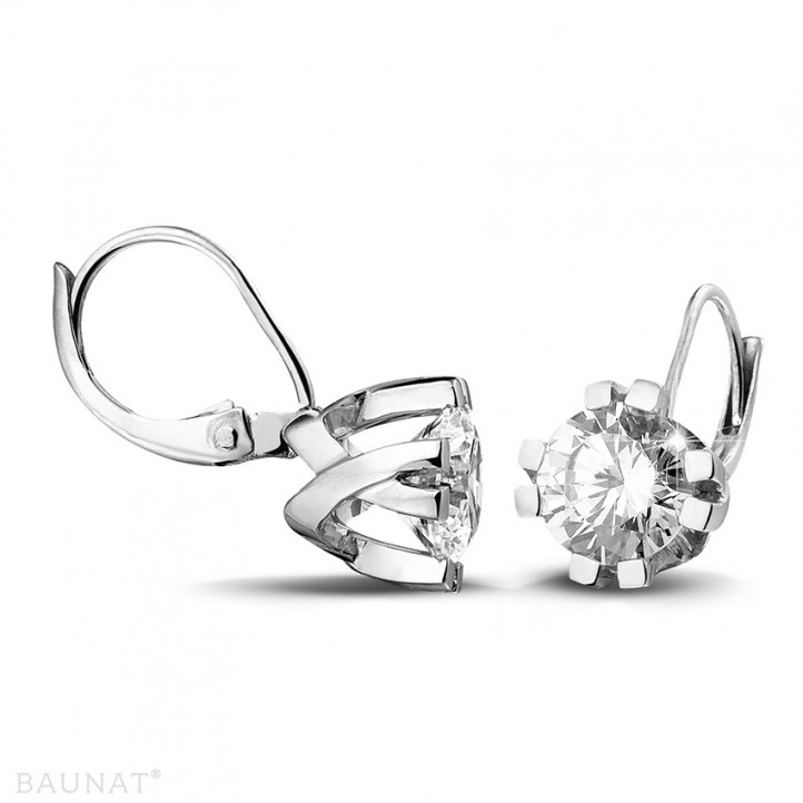 2.20 carat diamond design earrings in white gold with eight prongs