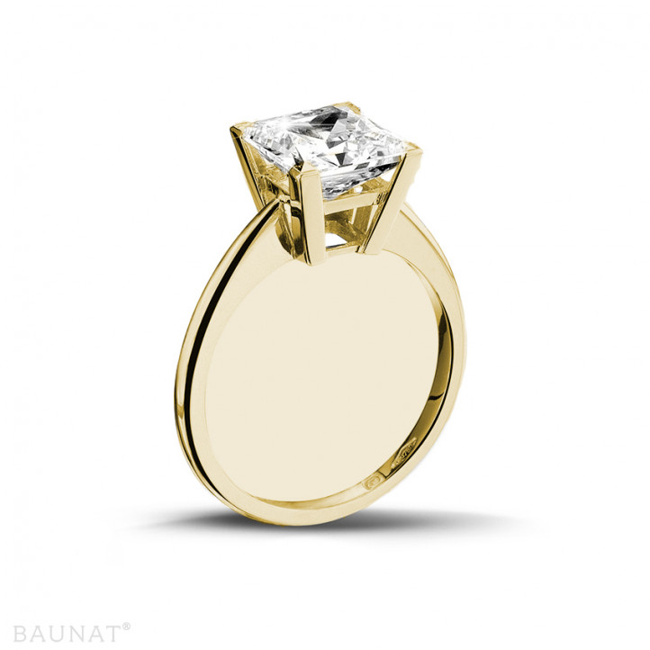 3.00 carat solitaire ring in yellow gold with princess diamond