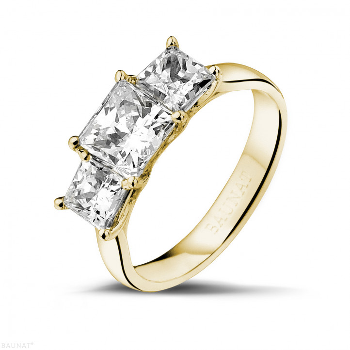 2.00 carat trilogy ring in yellow gold with princess diamonds