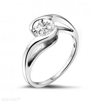 Engagement - 0.70 carat solitaire diamond ring in platinum