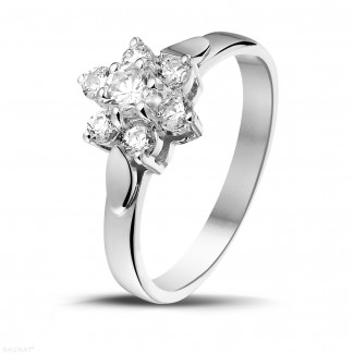 - 0.50 quilates anillo flor diamante en platino