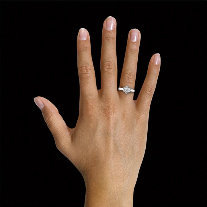 0.50 quilates anillo flor diamante en platino