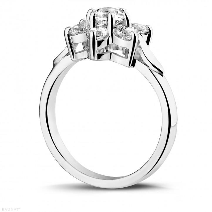1.15 quilates anillo flor diamante en platino