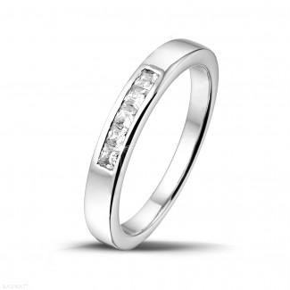 0.30 quilates alianza en platino con diamantes talla princesa